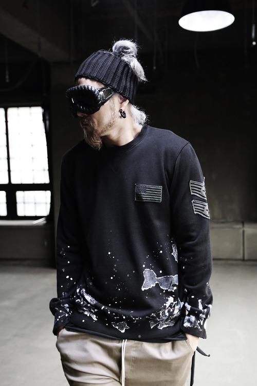 페인팅 자수 맨투맨 티셔츠